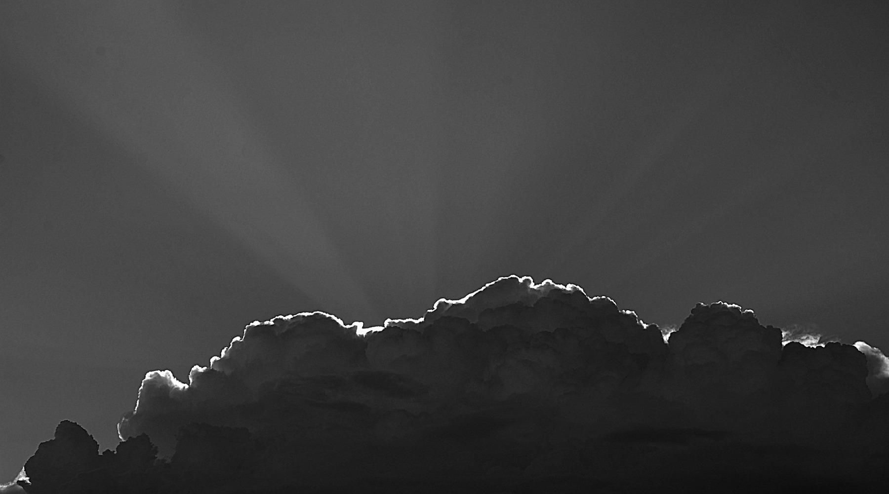 clouds-428168_1920